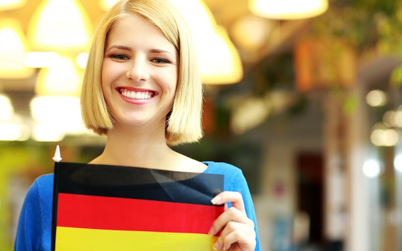 Девушка c немецким флагом, фото