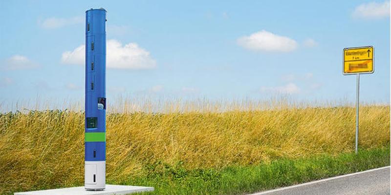 Синий столб на дороге, фото