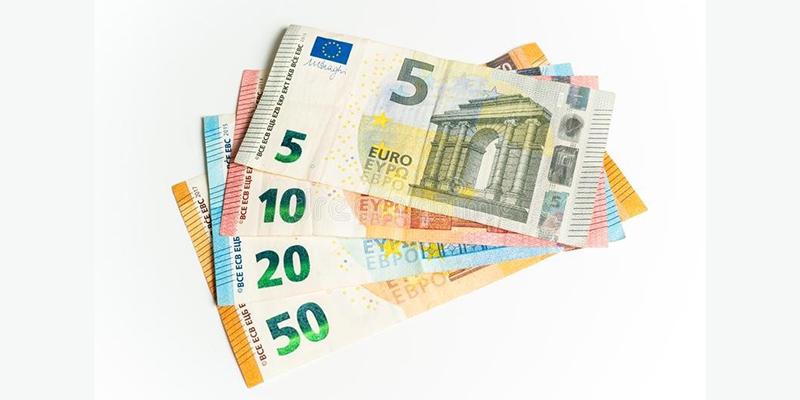 Деньги, фото евро