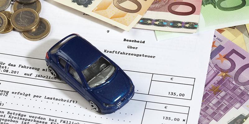Деньги и налоговая декларация, фото